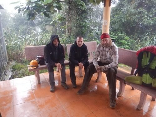 3 du khách người nước ngoài tham quan du lịch VQG Phong Nha - Kẻ Bàng bằng đường chui bị phát hiện