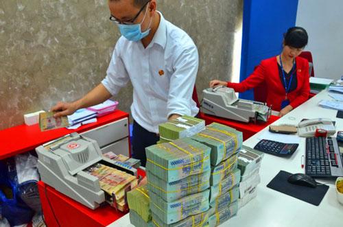 Ngân hàng đổi cách tính lãi: Người gửi tiền bị thiệt? - Ảnh 1.