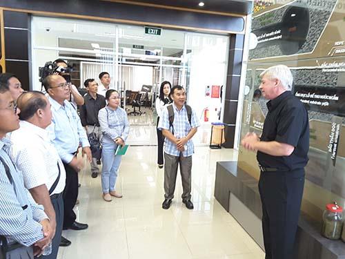 Đoàn Lào tham quan học tập mô hình VWS - Ảnh 1.