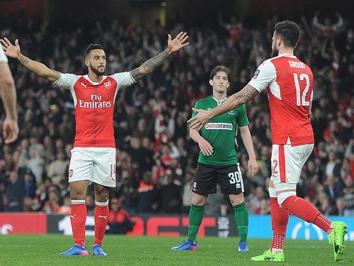 Walcott có bàn thứ ba sau 3 vòng đấu FA Cup liên tiếp cho Arsenal