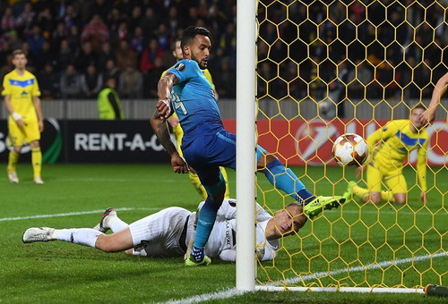 Walcott lỡ hat-trick, Giroud ghi bàn thứ 100 cho Arsenal - Ảnh 2.