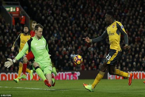 Welbeck ghi bàn nhưng vẫn quá ít cho Arsenal