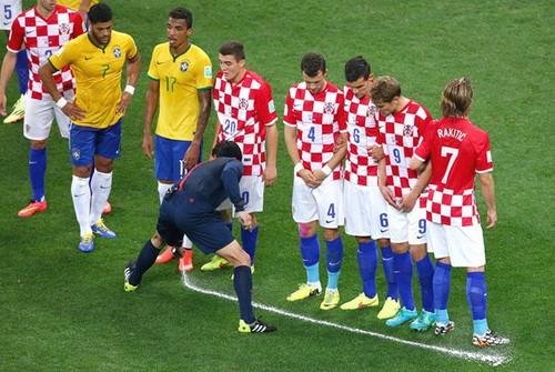 Vi phạm bản quyền, FIFA mất 100 triệu USD vì sơn xịt tự hủy - Ảnh 3.