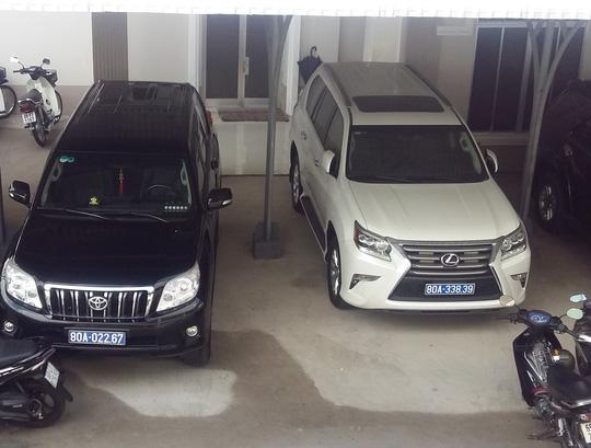 Chiếc xe ô tô hạng sang Toyota Lexus màu trắng là 1 trong số 2 chiếc xe mà doanh nghiệp tặng cho tỉnh Cà Mau