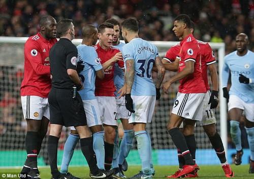 Jose Mourinho mắng cầu thủ Man City vô giáo dục - Ảnh 7.