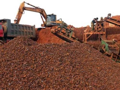 Doanh nghiệp than khó, Bộ Công Thương cho xuất 200.000 tấn quặng ế - Ảnh 1.
