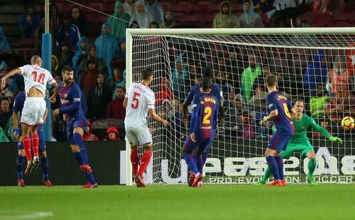 Người hùng Paco Alcacer giúp Barcelona nhấn chìm Sevilla - Ảnh 4.