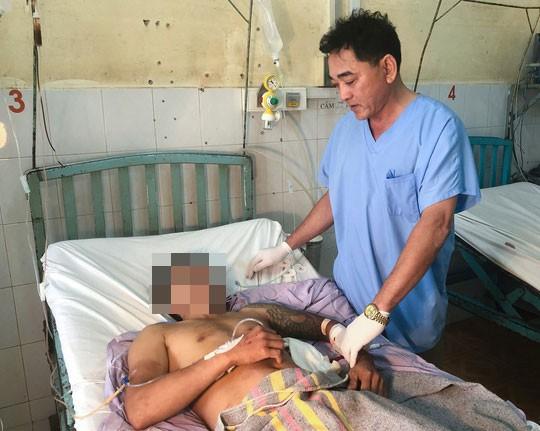 Cứu người đàn ông thủng tim, nhập viện không người thân - Ảnh 1.