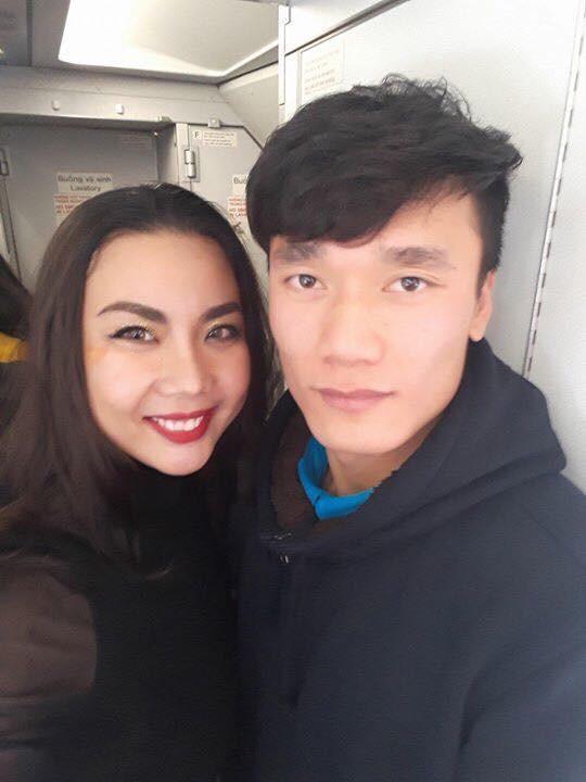 Người mẫu mặc bikini trên chuyên cơ chở U23 Việt Nam thanh minh - Ảnh 4.