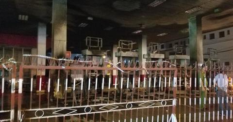 Phong tỏa hiện trường vụ cháy cây xăng ở quận 12 - Ảnh 1.