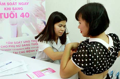 Tầm soát ung thư vú ngay khi sang tuổi 40 - Ảnh 1.