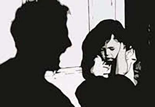 Trên đường về nhà, bé gái bị 3 thanh niên cưỡng hiếp - ảnh 1