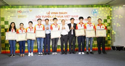 Thêm 25.000 USD cho tuyển cờ vua Việt Nam sau Olympiad - Ảnh 1.