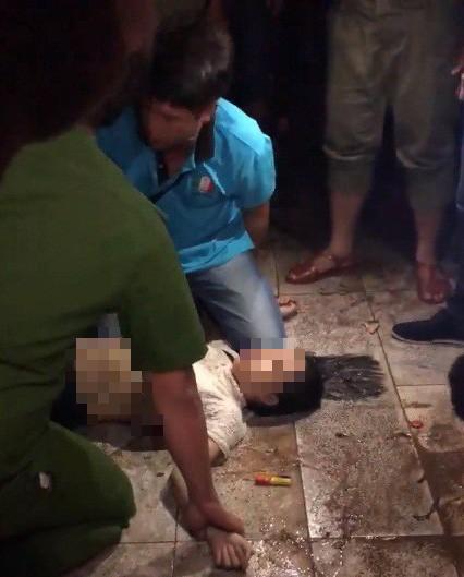 Triều cường lên, thiếu niên bị điện giật nguy kịch khi  đi dạo bến Ninh Kiều - Ảnh 1.