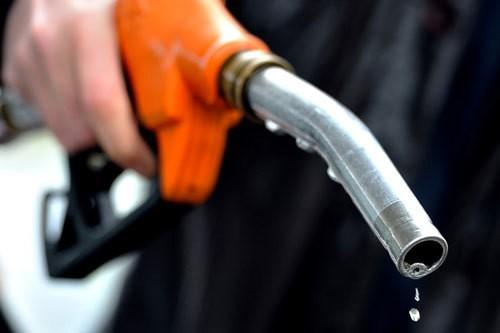 Mẹo tiết kiệm xăng khi đi xe máy - Ảnh 1.
