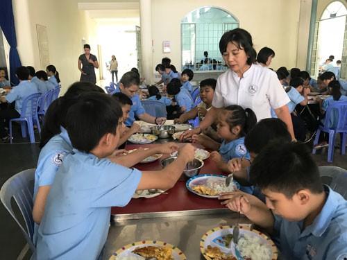 Giải thưởng Phụ nữ Việt Nam 2018:Hết lòng vì trẻ khuyết tật - Ảnh 1.