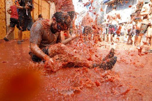 Lễ hội cà chua nhuộm đỏ Tây Ban Nha có gì thú vị? - Ảnh 10.