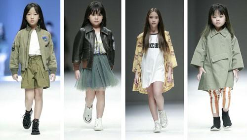 Mẫu nhí Việt sải bước trên sàn diễn thời trang thế giới - Ảnh 1.