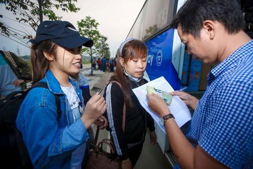 Tặng 6.000 vé xe cho công nhân về quê đón Tết - Ảnh 1.