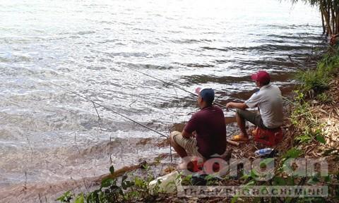 Săn cá khủng, hiếm và vật thể lạ ở Biển Hồ - Ảnh 2.