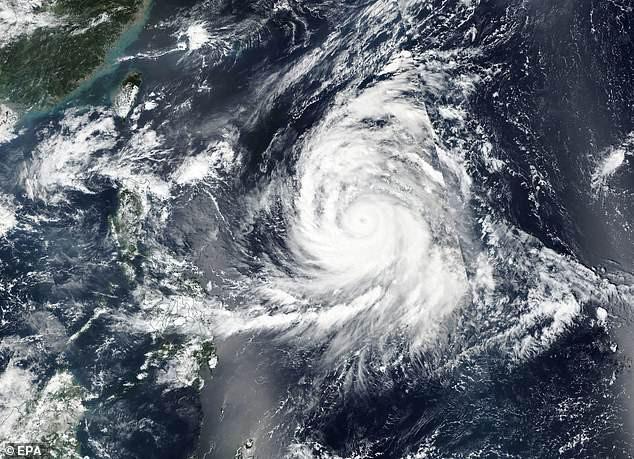 Trami vừa đi, thêm siêu bão Kong-rey trực chỉ Nhật Bản - Ảnh 2.