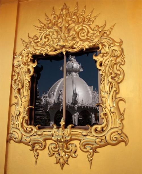 Nhà vệ sinh công cộng đẹp như cung điện dát vàng - Ảnh 8.