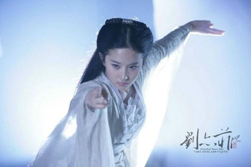Những mỹ nhân tỏa sáng màn ảnh nhờ tiểu thuyết Kim Dung - Ảnh 11.