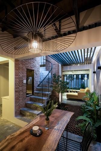 Ngôi nhà gạch mộc ở TP HCM đẹp giản dị trên báo Tây - Ảnh 5.