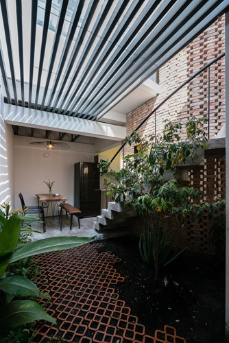 Ngôi nhà gạch mộc ở TP HCM đẹp giản dị trên báo Tây - Ảnh 6.