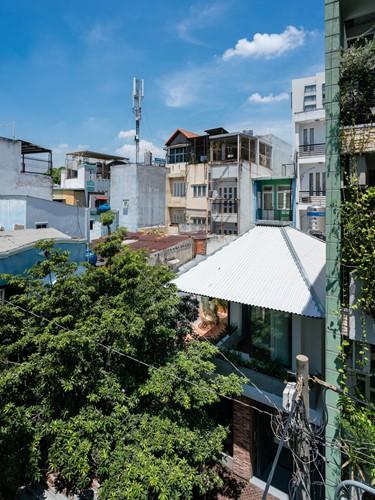 Ngôi nhà gạch mộc ở TP HCM đẹp giản dị trên báo Tây - Ảnh 1.