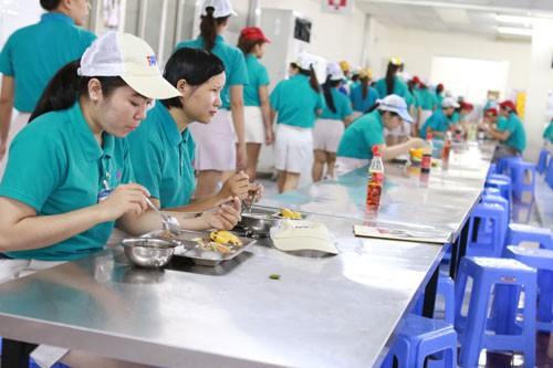 Cần quy định vấn đề bữa ăn giữa ca vào Bộ Luật Lao động (sửa đổi) - Ảnh 1.