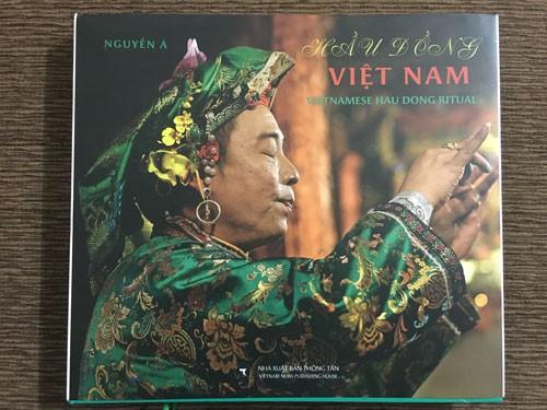 Ra mắt sách Hầu đồng Việt Nam của Nguyễn Á - Ảnh 1.