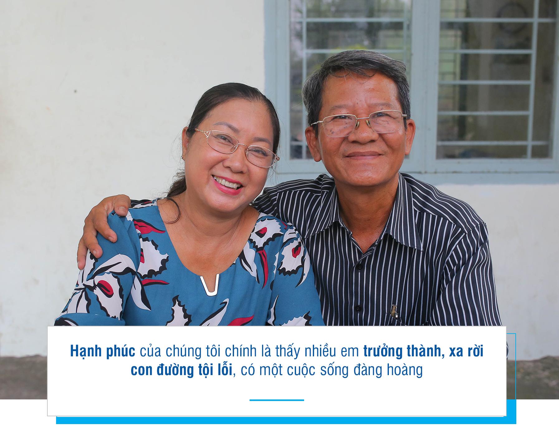[Emagazine] - Đôi vợ chồng 22 năm giành giật với đời từng học trò - Ảnh 13.