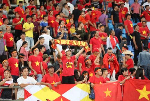 Bài hát bóng đá Việt: Ngắn gọn, dễ nhớ - Ảnh 1.