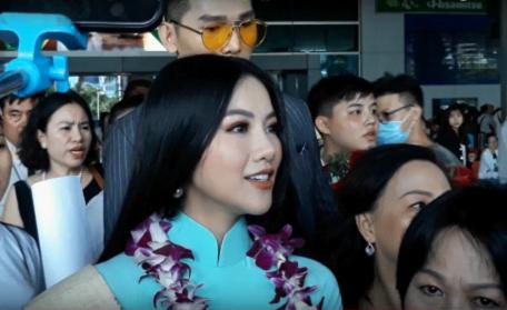 Tân Hoa hậu Trái đất xinh đẹp ngày trở về Việt Nam - Ảnh 2.