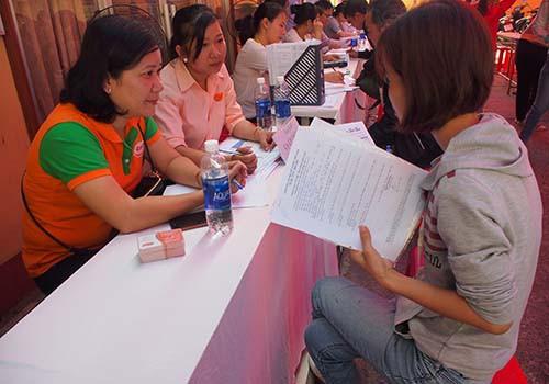 Sàn việc làm TP HCM: Thiếu hụt lao động phổ thông - Ảnh 1.