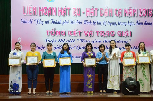 Trao giải cuộc thi viết Hoa giữa đời thường - Ảnh 1.