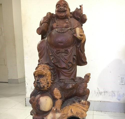 Bê một tượng Phật trang trí, vài giờ sau bị tóm - Ảnh 2.
