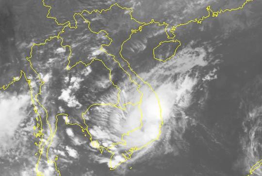 Học sinh TP HCM sẽ nghỉ học nếu áp thấp nhiệt đới diễn biến phức tạp - Ảnh 1.