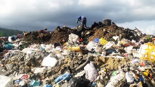 Khốn khổ với bãi rác lớn nhất Đà Nẵng - Ảnh 1.