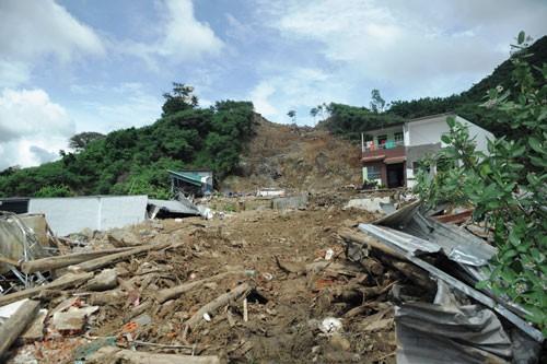 Sạt lở làm thương vong nhiều người ở Nha Trang: Thiệt mạng oan uổng vì dự án trên núi? - Ảnh 1.