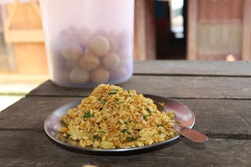 Chat pate: Món ăn vặt kinh dị ở Nepal - Ảnh 1.