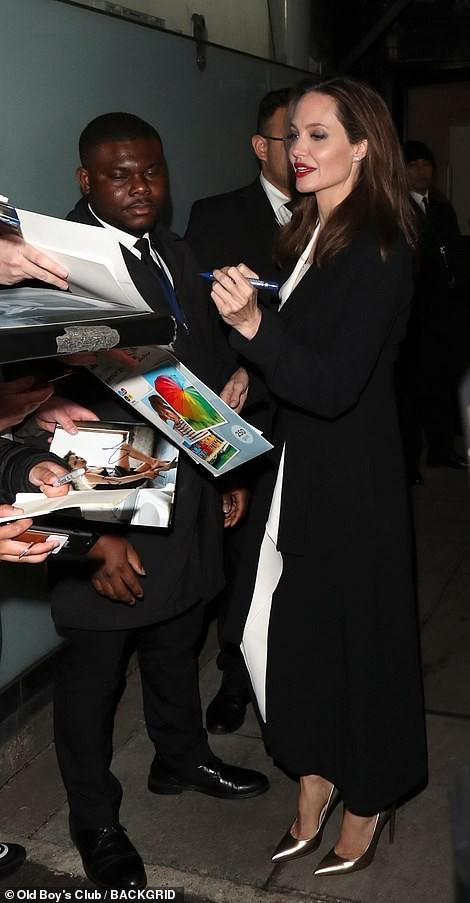 Angelina Jolie rạng ngời chống kỳ thị nạn nhân bạo lực tình dục - Ảnh 2.