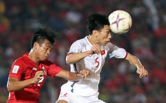 Thắng Campuchia 3-0, Việt Nam vào bán kết với ngôi đầu bảng A - Ảnh 20.