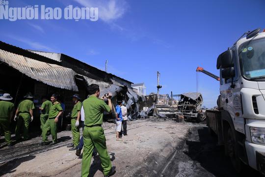 Vụ xe bồn làm cháy 19 nhà: Thiệt hại khoảng 10 tỉ đồng! - Ảnh 1.
