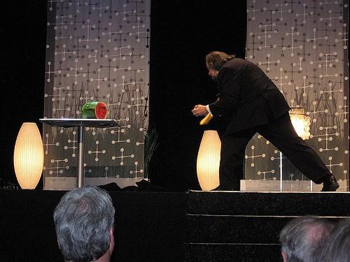 Diễn viên kiêm ảo thuật gia phi bài Ricky Jay qua đời - Ảnh 3.