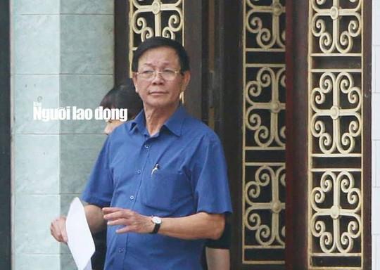 Cựu trung tướng Phan Văn Vĩnh ngất trước ngày khai mạc phiên tòa - Ảnh 1.