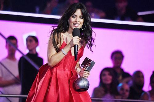 Camila Cabello càn quét mọi lễ trao giải lớn - Ảnh 1.
