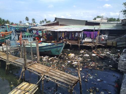 Rác thải nhựa đe dọa Phú Quốc - Ảnh 1.