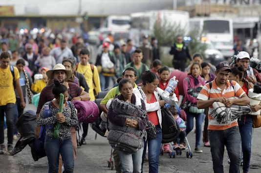 Mỹ sẽ cấm người vượt biên trái phép xin tị nạn - Ảnh 1.